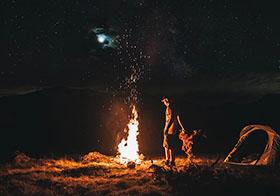 野外露营篝火