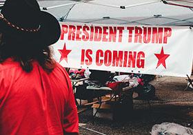 欢迎领导人的红色字体横幅