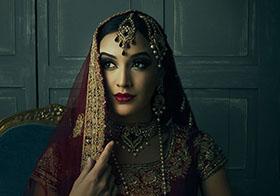 端庄优雅的印度女人封面