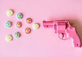粉色塑料手枪玩具