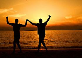 日落时刻人的轮廓高清图
