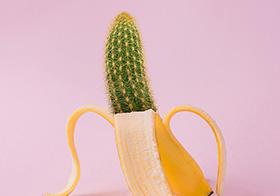 香蕉仙人掌错位创意高清图
