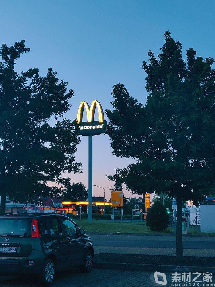 麦当劳户外广告牌