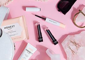 粉红色背景各种化妆品高清图