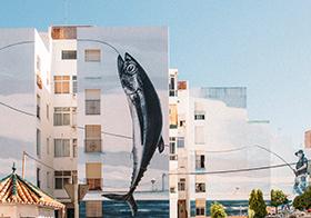 創意釣魚藝術涂鴉墻背景高清圖