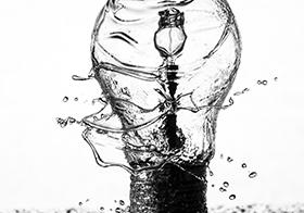 創意黑白燈泡高清圖