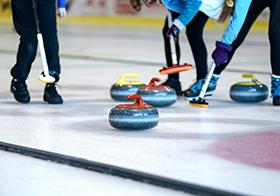 女子冰壶训练高清图