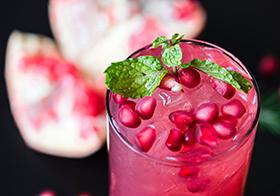红色石榴鸡尾酒高清图