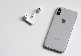 苹果手机与苹果无线耳机高清图