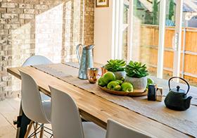 向阳温馨的家庭餐厅高清图