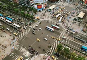 十字路口的车辆航拍高清图