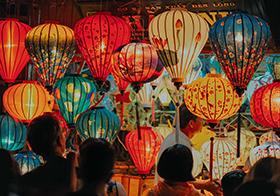 越南会安节日彩色灯笼高清图
