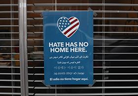 不想在这里没有家抗议海报