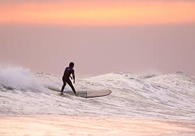 惊险刺激运动海上冲浪