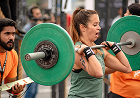 女子举重比赛高清图
