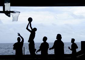 精彩籃球比賽高清圖