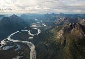 蜿蜒河流高清图