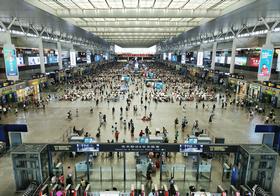 上海虹桥火车站候车厅高清图