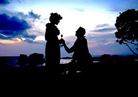 情侣海边求婚剪影高清图