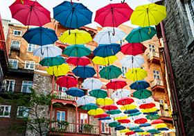 創意七彩雨傘街高清圖