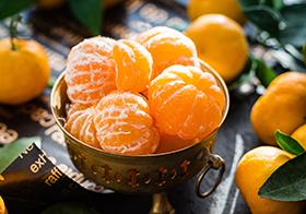 一碗剥了皮的新鲜橘子