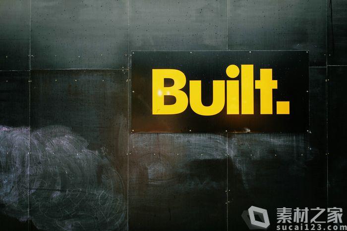 黄色字体建造横幅