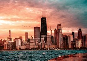 晚霞中的城市建筑風光高清圖