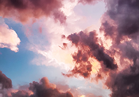 浪漫粉紅云朵背景高清圖