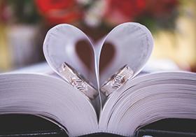浪漫心形书页高清图