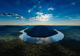 自然美景蜿蜒河流高清图