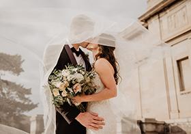 浪漫婚礼的甜蜜瞬间高清图