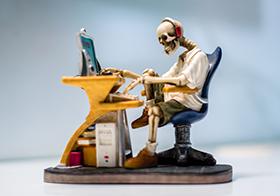 骷髅人玩电脑创意高清图