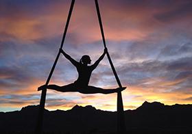 空中瑜伽健身运动高清图