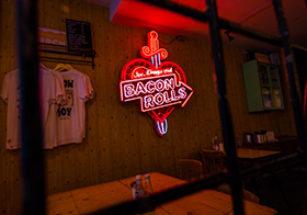 烤肉店霓虹灯广告牌